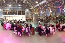 Une terrasse panoramique surplombant l'espace Aquatique, lieu idéal pour organiser vos réceptions